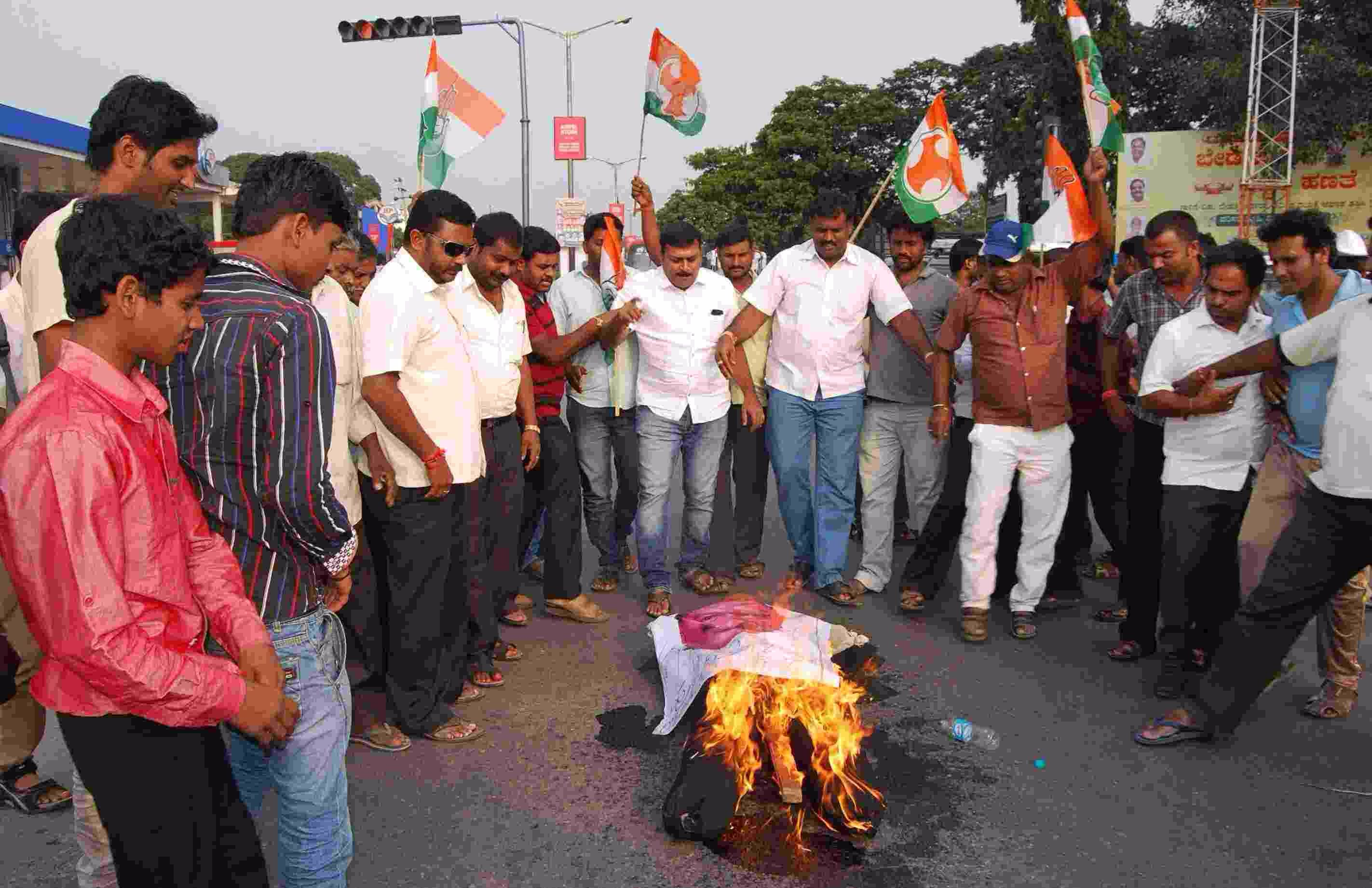 Congress protest against Ananthakumar Hegde