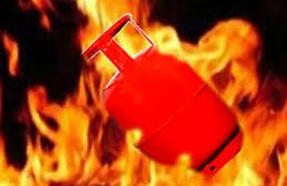 gas cylinder: 3 injured