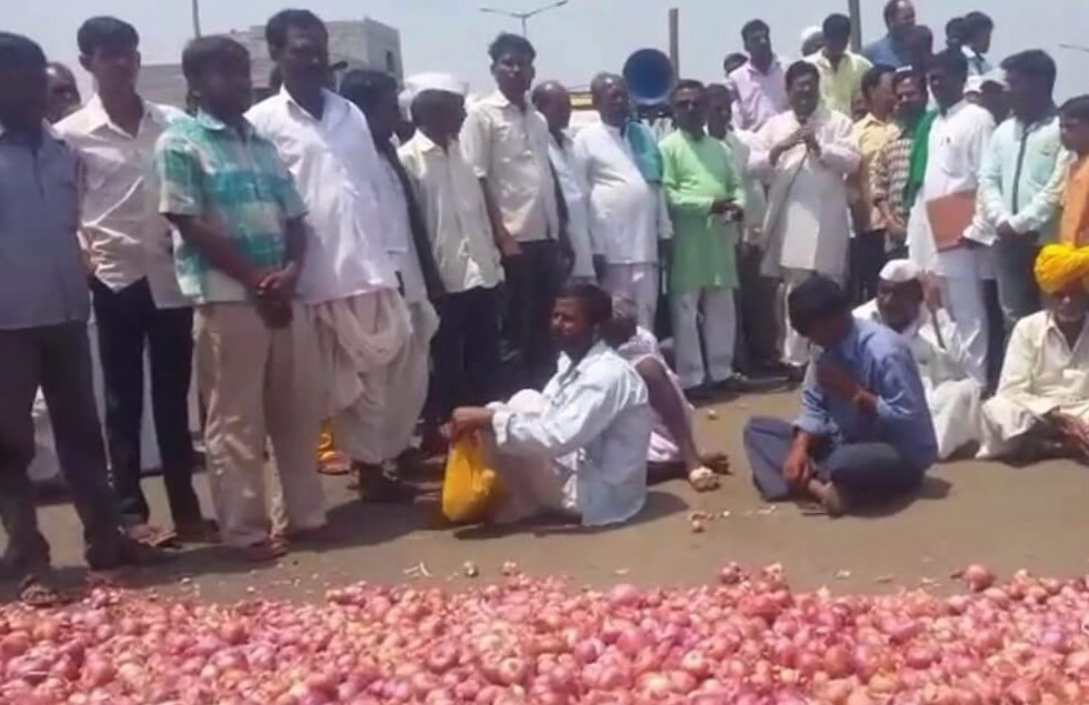 farmers protest in apmc